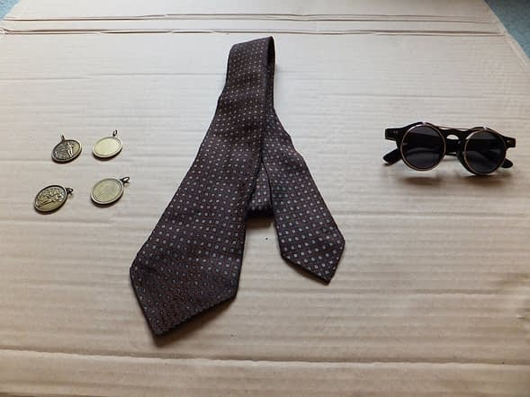Steampunk tie & goggles